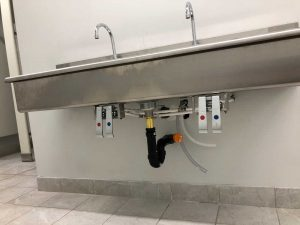 commercial-knee-operated-sink-installation