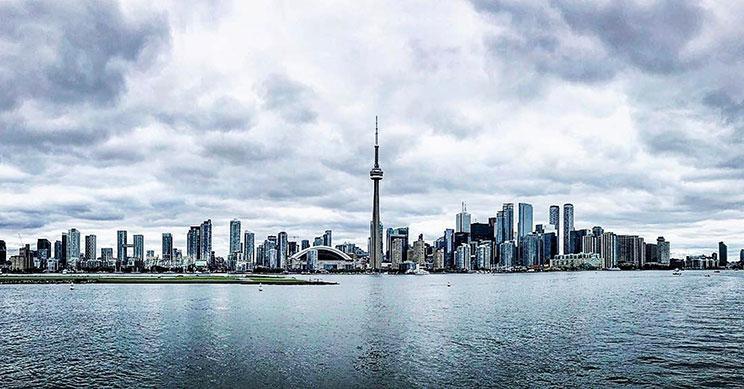 Toronto skyline - cn tower
