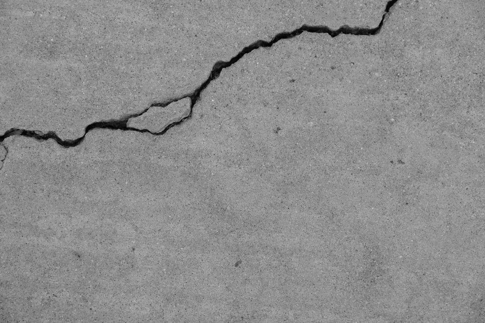 horizontal basement wall crack